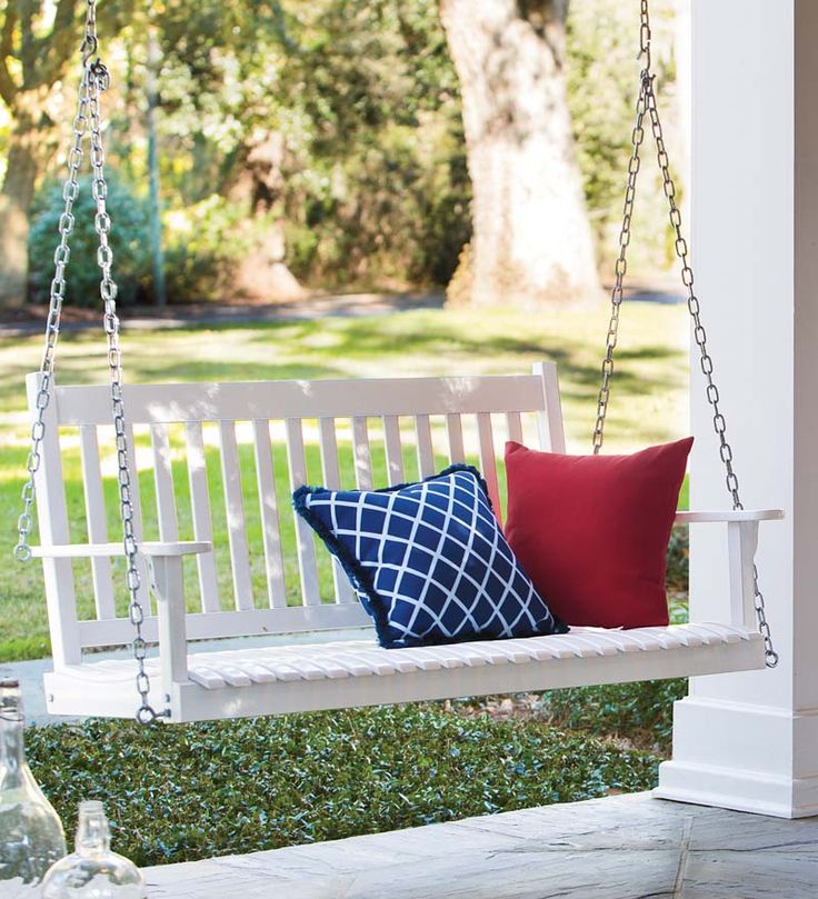 Classic Slatted Wood Outdoor Swing   Available In White And Green Painted  (classic!)