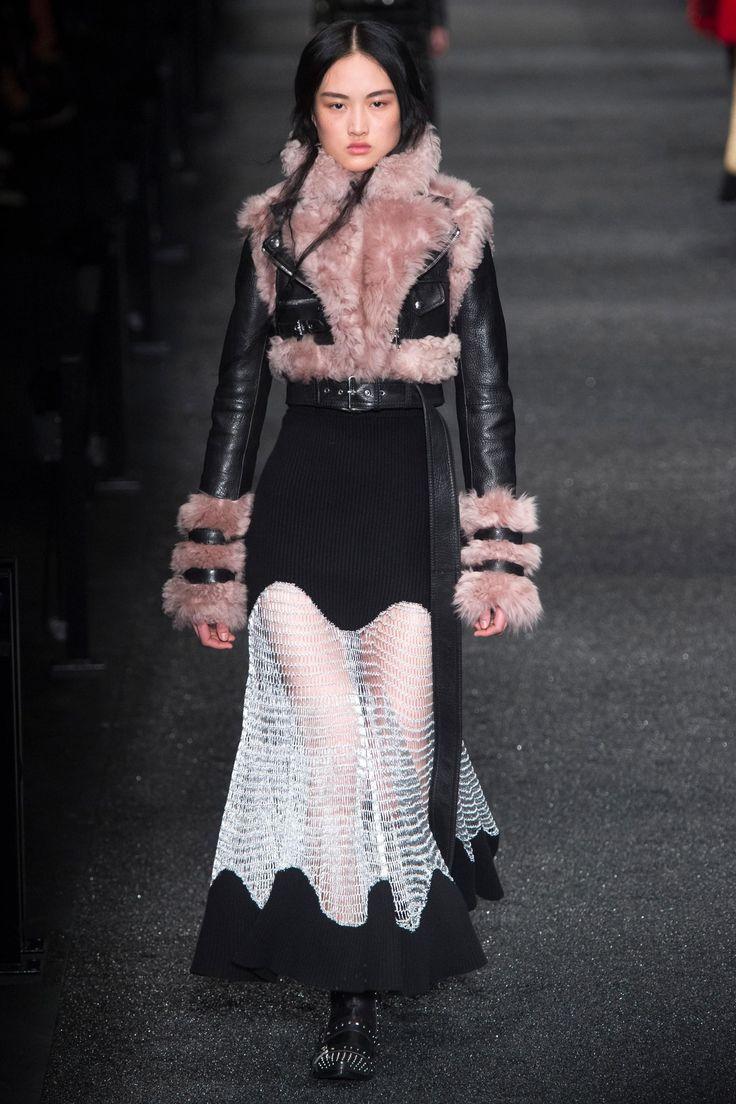Défilé Alexander McQueen prêt-à-porter femme automne-hiver 2017-2018 26