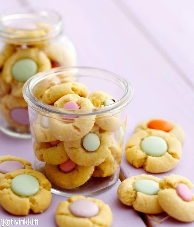 Pastellinväriset pikkuleivät, eli keksikukat syntyvät voitaikinasta ja amerikanpastilleista. Värikäs pikkuleipä on makea kahviherkku ja kaunis tuliainen.