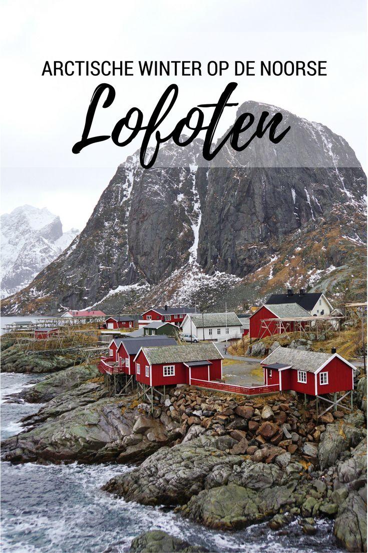 Waar het landschap wit is, de zee ruw en de huizen rood: échte winter vind je op de Lofoten in Noorwegen! http://travelosophy.nl/arctische-winter-op-noorse-lofoten/