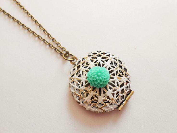 collier porte photo - collier médaillon porte photo - collier pendentif porte photo - collier fleur - collier cabochon : Collier par esthete-bijoux