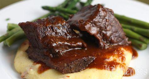 Ik hoor regelmatig van mensen dat ze draadjesvlees niet lekker krijgen. Meestal is het vlees te droog en niet mals en valt het niet uit elkaar. Dit kan aan een aantal dingen liggen. Er is te mager …