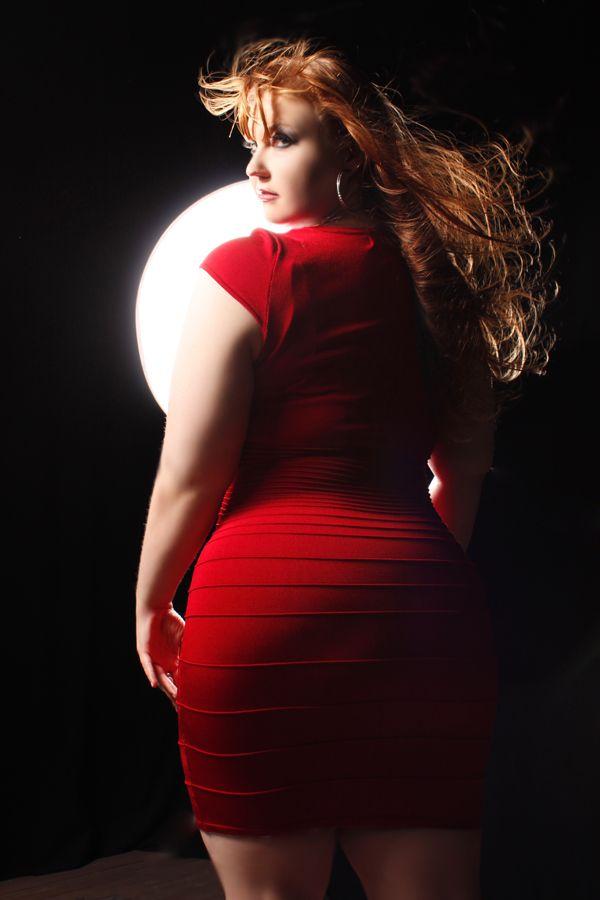 девушка рыжая пухленькая