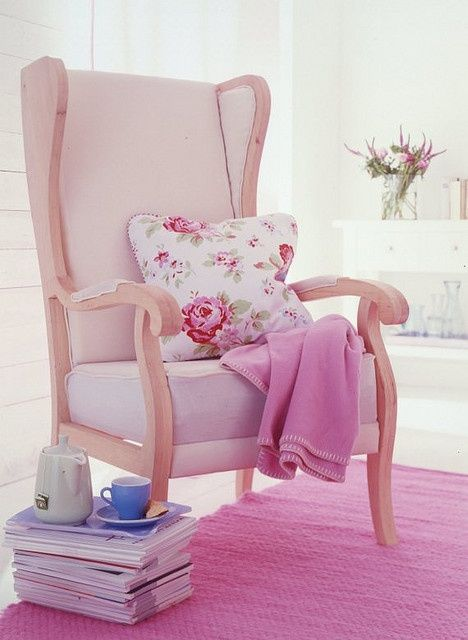 I have already the pillow and books and cute mugs .... so I only need the chair :-)
