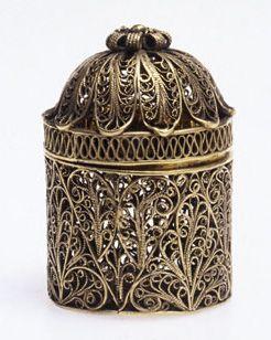 Russian filigree circular box