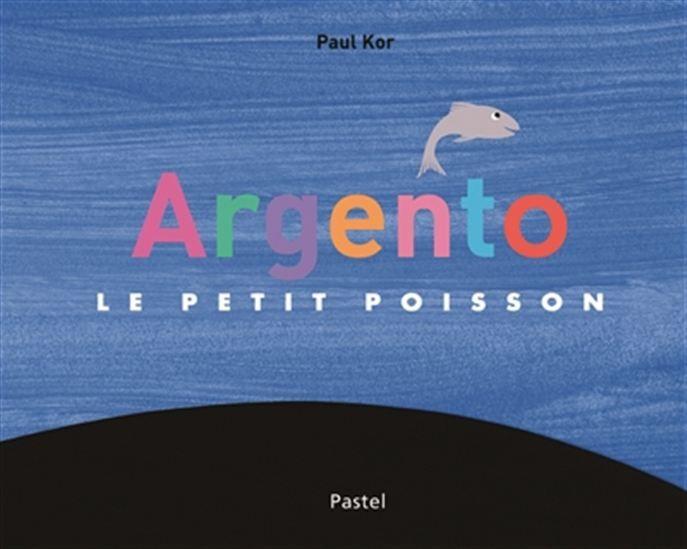 La famille d'Argento, un petit poisson argenté, nage toujours ensemble. Mais Argento préfère nager tout seul, plus loin. Un jour, il rencontre une grande masse noire avec un oeil au milieu qui le regarde.