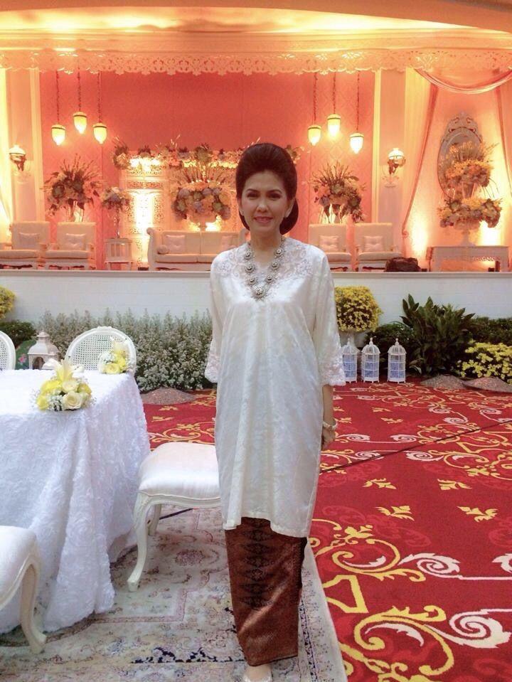 Baju kurung by Yani Soemali