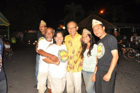 me and mayor of jogjakarta city, mr. Herry Z. periode 2006-2011 took a picture with some friend from old bike communitty