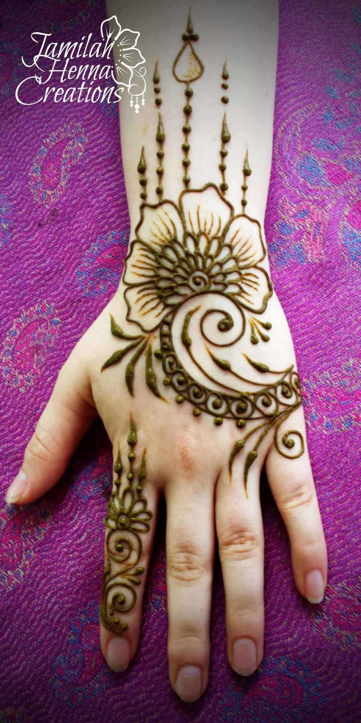 Swirl henna with drippy bits