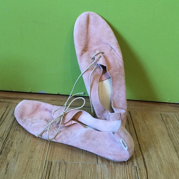 Hobes pink ballet shoes! The Boat Hobe in Blush. Supple and soft leather. So cute with jeans or a spring skirt. Only work once! Hobes Shoes Flats & Loafers