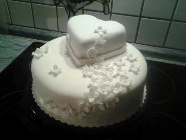 Eine schlichte Hochzeitstorte