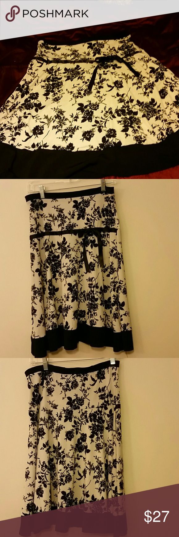 Body Central flower skirt size medium NWOT Skirt has satin ribbon highlight and black flower detail.  Skirt measures 24 inches from hem to hem Body Central Skirts A-Line or Full