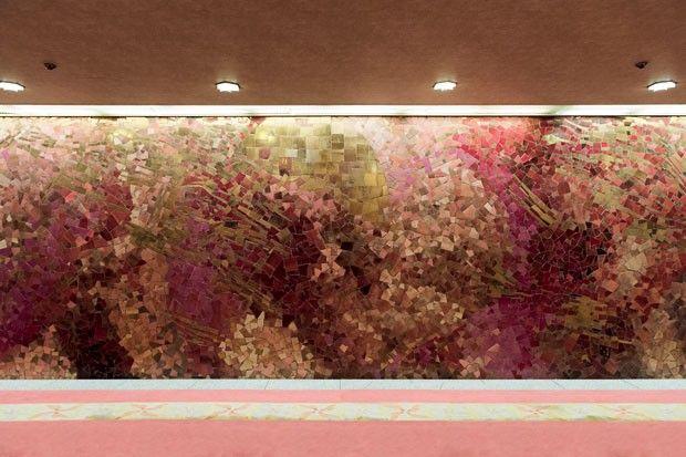 Hotel Okura, em Tóquio, Japão. Um dos vários painéis que dão atmosfera artística aos ambientes. O movimento modernista japonês ficou mais forte depois de 1945, com os avanços científicos e tecnológicos. Um dos impulsos foi preparar Tóquio para a Olimpíada.  Fotografia: Tetsuya Ito / Divulgação.  http://casavogue.globo.com/Arquitetura/Edificios/noticia/2015/07/beleza-do-hotel-okura-em-toquio.html