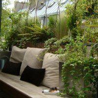Dans une cabane tout confort, une salle à manger extérieure - Marie Claire Maison