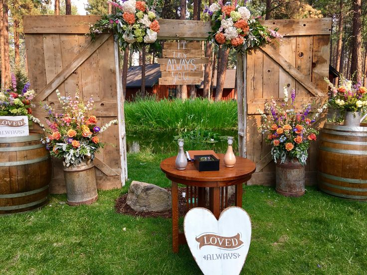 FivePine Lodge wedding ceremony. Wedding altar, ceremony backdrop. Wine barrels, Central Oregon, Sisters, Oregon wedding
