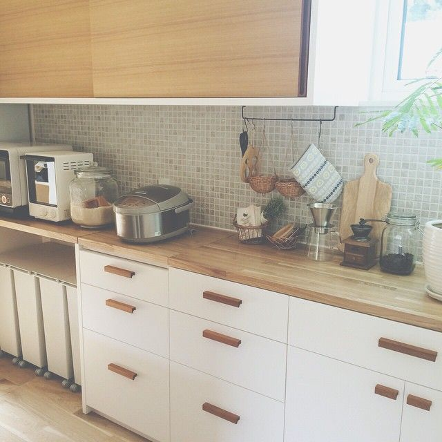 は る かさんはInstagramを利用しています:「⌂ ⌂ ⌂ キッチンカウンターやっと直ったー‼︎ 朝9時から業者さん来られてやっと‼︎これから歯医者だし、食器棚の中は次の休みに…。 #後回しにすると中々やらない#大体やらない#まーいっか#マイホーム#新築#おうち#暮らし#キッチン#キッチンカウンター#インテリア#食器棚#タイル#…」