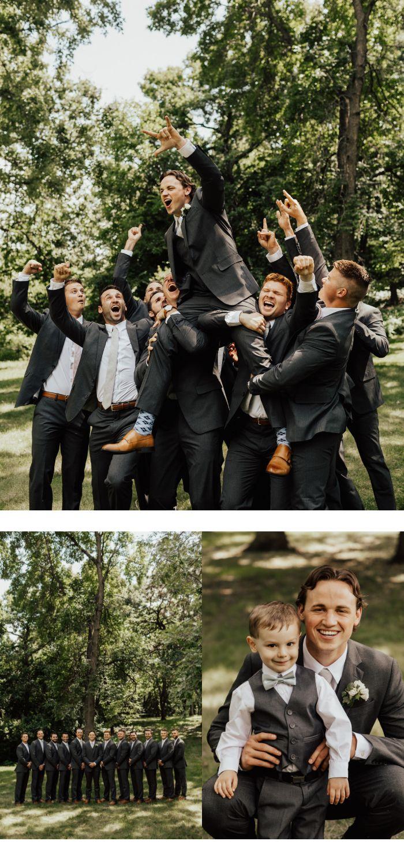 Leuke groomsmen foto | Bruidegom wordt opgehaald door de groomsmen | Ringdrager met …