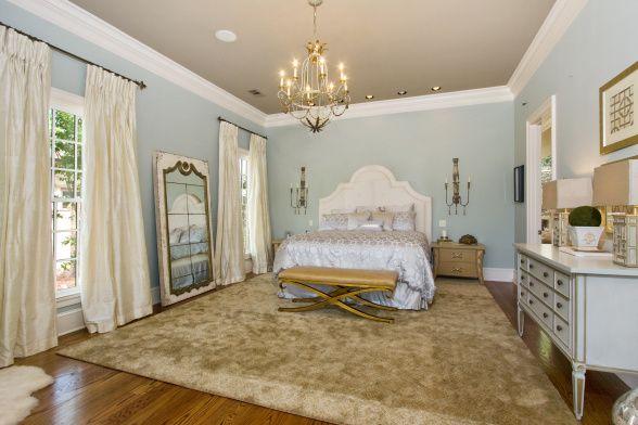 like bed - wall (Gray Wisp by Benjamin Moore)