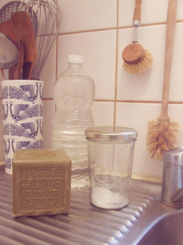 Une vie sans gâchis: Les produits d'entretien d'un appartement zéro déchet : les indispensables : bloc de savon de marseille vinaigre d'alcool bicarbonate de soude