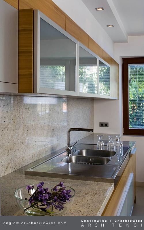 Wnętrze domu szeregowego. Kuchnia. Projekt i realizacja: lengiewicz-charkiewicz.com #kitchen (fotografia: Hanna Długosz)