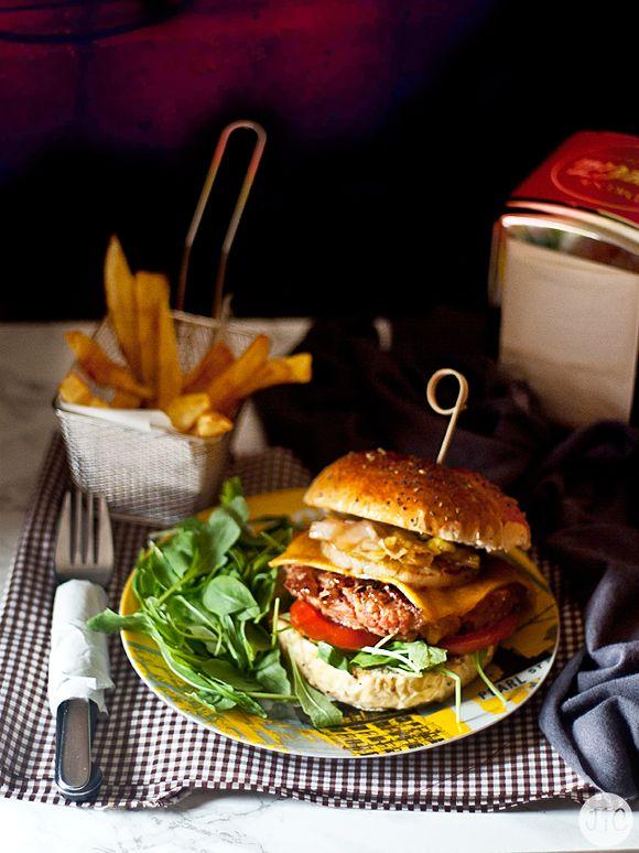 Las hamburguesas son siempre una buena opción para preparar cuando vienen los amigos. Es un plato que gusta a casi todo el mundo y es mu...