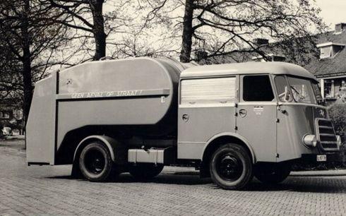 DAF roltrommel vuilniswagen .Heerlen heeft zijn eerste vuilniswagen, anno 1950-1960
