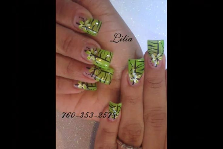 My favorite color is green and I like those nails !