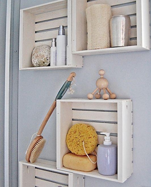 kreative Wandgestaltung badezimmer mit DIY Badezimmerregalen aus paletten