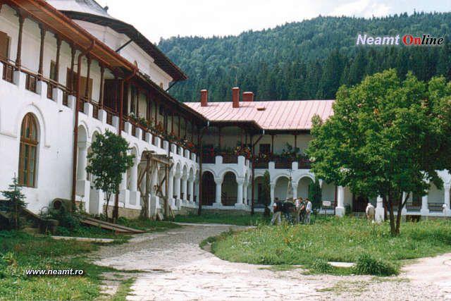 Curtea Mănăstirii Agapia