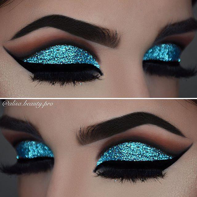 El ojo con celeste brillante, útil para una fiesta de noche