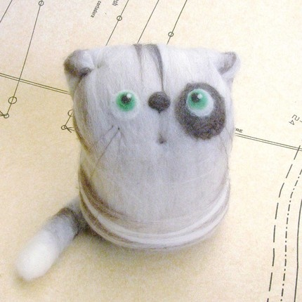 Fing. Barnaby the Explorer. Art toy, a felted cat made of Australian merino wool, 11 cm tall.