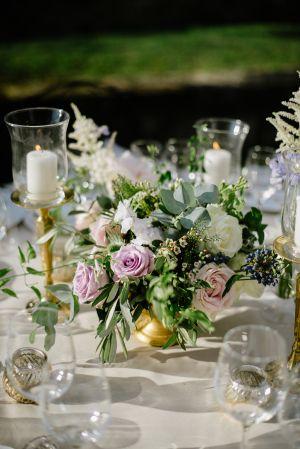 Garden Wedding Centerpiece   photography by http://www.leliascarfiotti.com