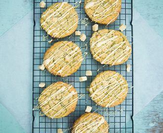 Chocolate chip cookies met witte chocolade, limoen en maanzaad