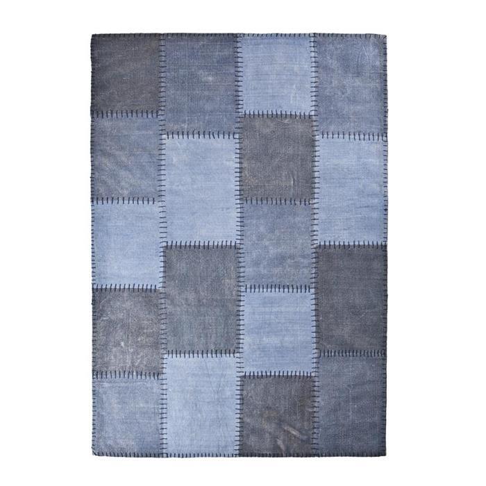 Vloerkleed Mono Patchwork stof blauw S 160x230cm  Description: Met dit By-Boo tapijt Mono Patchwork stof blauw S 160 x 230 cm creëer je een aangename sfeer in je woning. Dit tapijt is niet alleen mooi maar houdt je voeten ook lekker warm. Het tapijt is voorzien van een mooie hokjesprint. Het is gemaakt van stof en heeft een afmeting van 160 x 230 cm. Dit tapijt staat perfect in zowel je woon- als slaapkamer. Zo kun je het in je woonkamer bij de bank neerleggen of in je slaapkamer naast het…