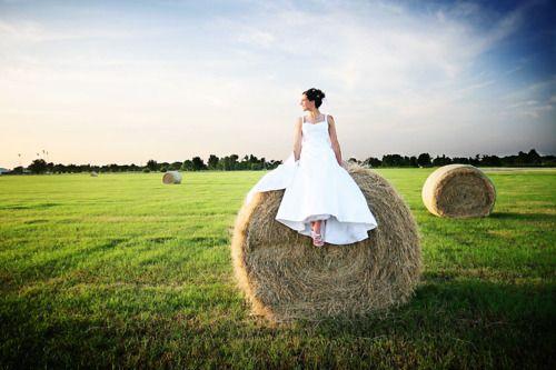 Big round hay bale...: Bridal Pictures, Dreams, Bale Photos, Photos Ideas3, The Farms, Pics Ideas, Hay Bale, Weddingengagement Photography, Bale Pictures