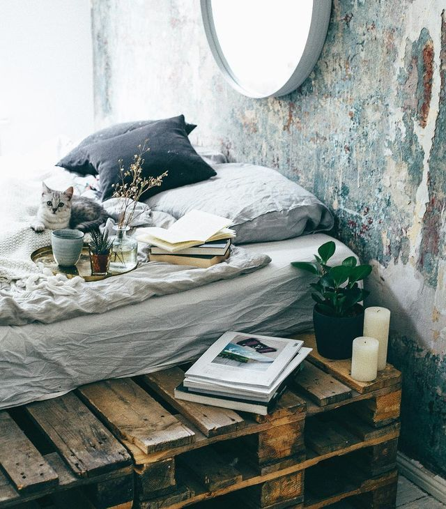 I might have posted this bedroom before but didn't know the exact source, now I do! It is the uber dreamy bohemian bedroom of Egzi Polat, you can check out more on her instagram account. Love the wall