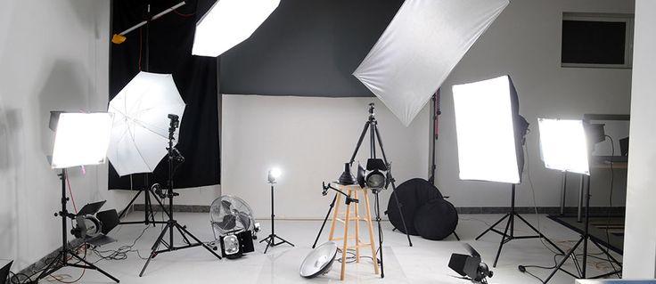 Vuoi realizzare uno studio fotografico fai da te senza spendere un capitale? Ecco l'articolo che fa al caso tuo: qui troverai tutto ciò di cui hai bisogno!