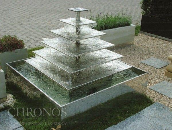 Fontanna Piramida (w komplecie z misą i pompą)