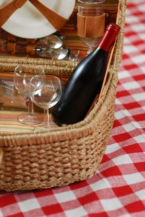 How to Plan a Picnic Wedding Reception