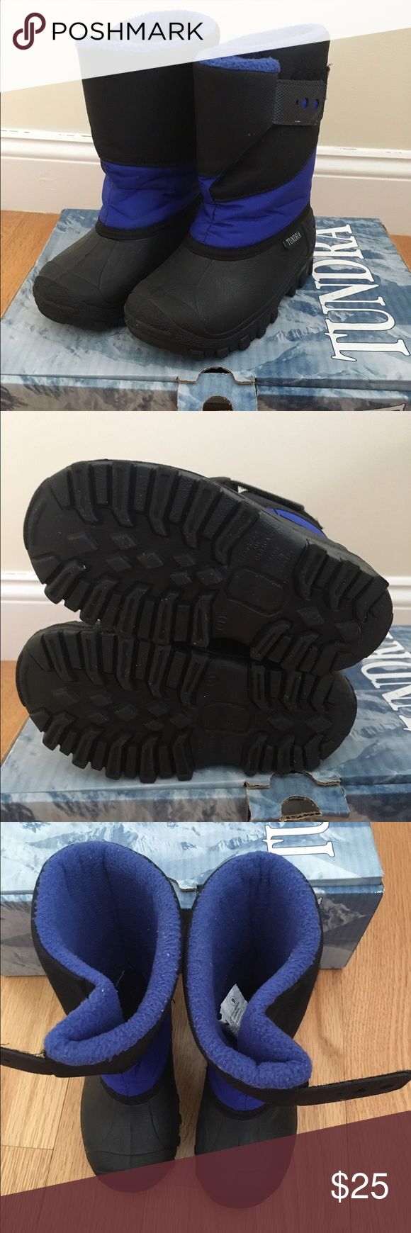 Size 9 Tundra Snow Boots Gently used Tundra Snowboots. Size 9. Velcro closure. Tundra Shoes Rain & Snow Boots