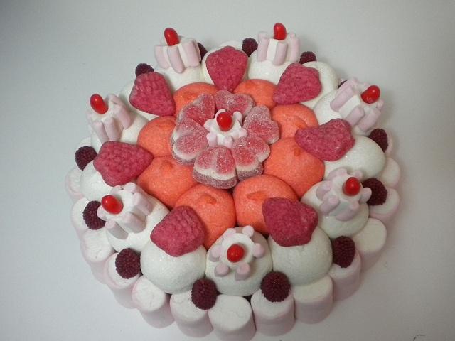 torta di caramelle #candy #torta #caramelle #marshmallow #compleanno http://www.lemilleeunamella.it/
