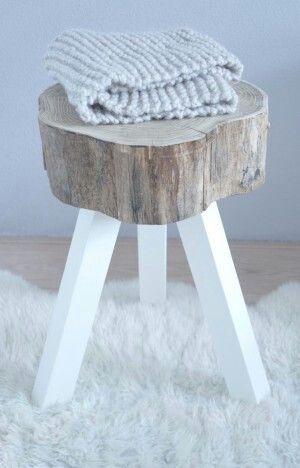 Krukje of nachttafeltje combinatie hout en wit