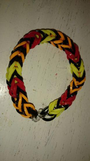 Hjemmelavede elastik armbånd af loom bands