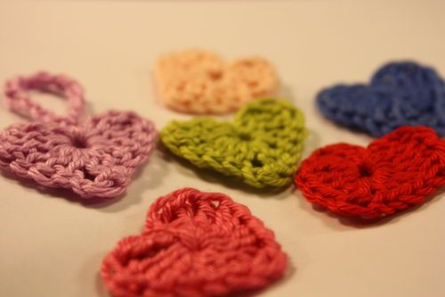 Crocheted heartsCrochet Stuff, Crochet Projects, Bins I, Crochet Heart, Crochet Scarves, On A, Anleitung, Crochet Knits, Wall Hook