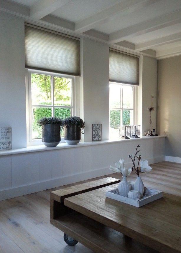 Sfeer - Brede vensterbank en Duette gordijnen - mooie vloer - tafel
