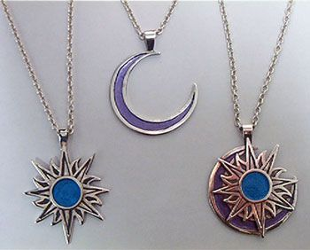 I freaking want these necklaces from the Disney movie 'Twitches' (starring Tia & Tamera Mowry)