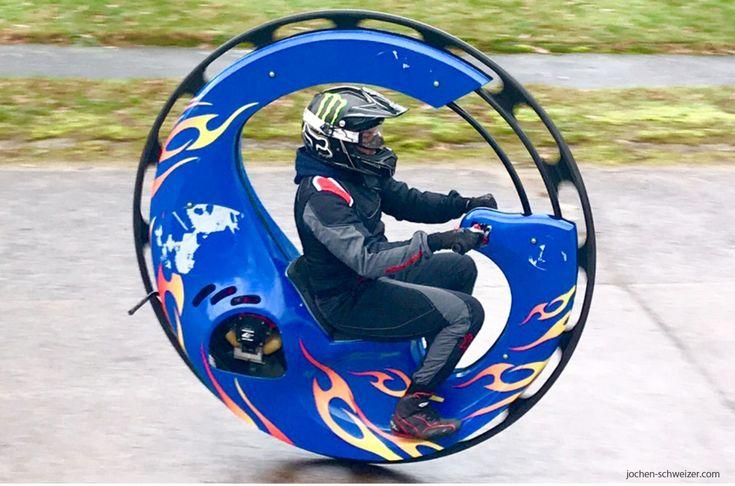 Das ist ein abgefahrener Balanceakt! Beim #Monowheel fahren stellst Du Deinen Gleichgewichtssinn unter Beweis! #adrenalin #bucketlist #motorsport #action #abenteuer
