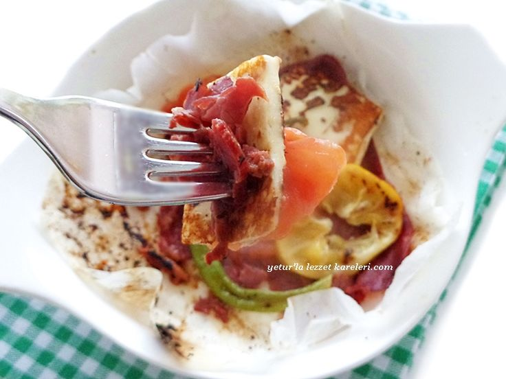 kağıt pastırma tarifimi kış aylarında sabah kahvaltıları için veya davet yemeklerinde ara sıcak olarak servis yapabilirsiniz..nef...