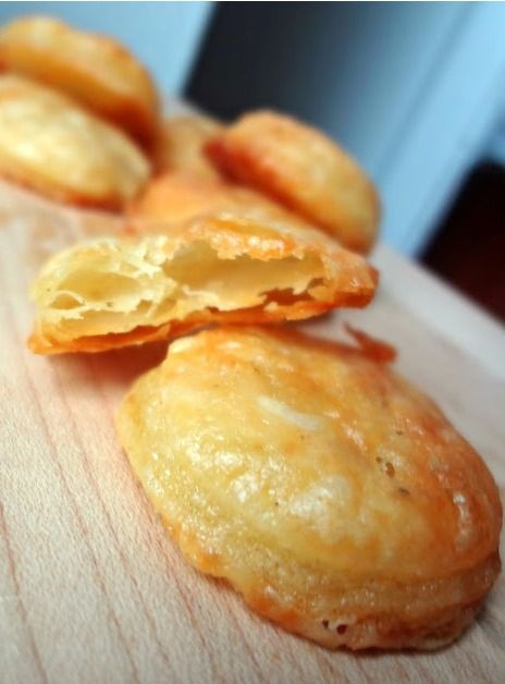 Homemade Cheddar Cheese Crackers (Cheez-Its) | The Cooking Actress
