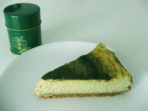 CHEESE CAKE AL MATCHA, una varietà di tè verde le cui foglie vengono cotte al vapore, asciugate e ridotte in polvere finissima.